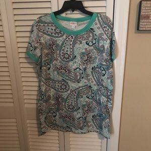Lularoe Liv T-Shirt.